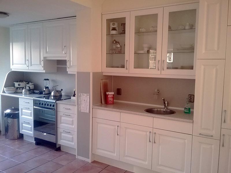 Keuken schilderen werkwijze schildersbedrijf vriedok - Trend schilderen keuken ...